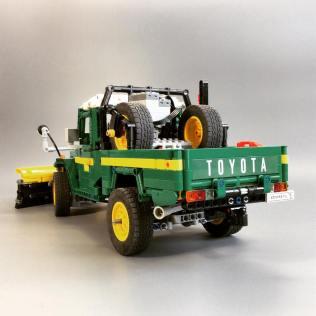 Lego Toyota Land Cruiser FJ45 02