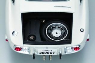 DiAgostini Toyota 2000GT subscription model trunk