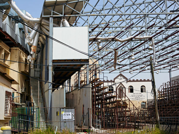 Outdoor air conditioning system for the Vizhnitz sukkah (temporary hut) in Bnei Brak