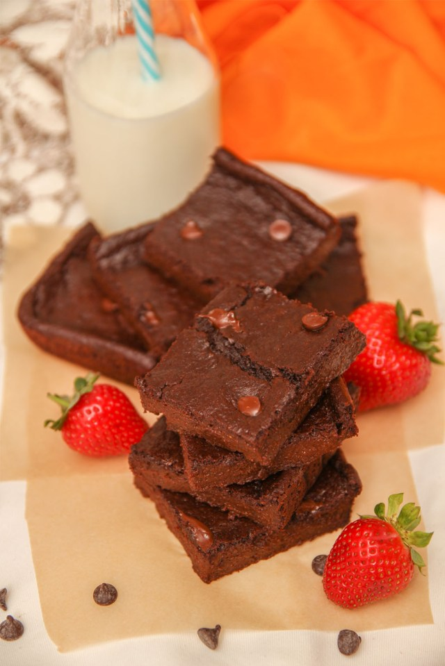 Healthiest Chocolate Brownies (Hiding Carrots & Strawberries!)