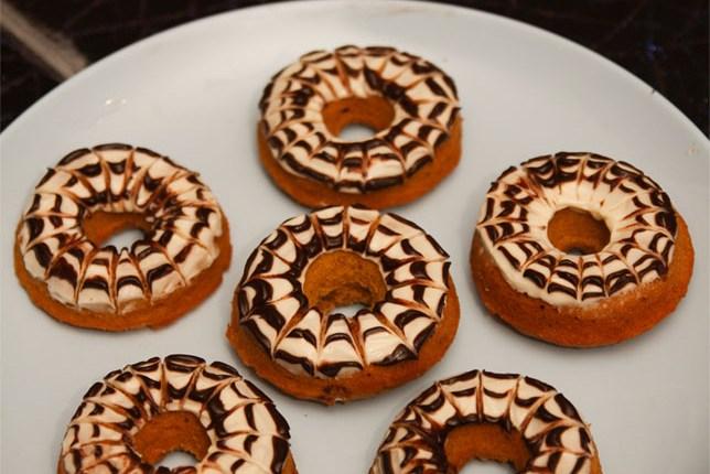 Healthy Pumpkin Cream Cheese Spiderweb Donuts #healthy #refinedsugarfree #glutenfree #pumpkin