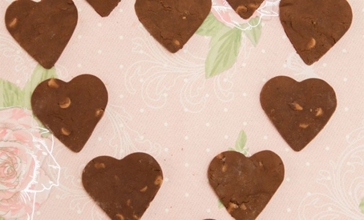 Healthy Chocolate Shortbread Biscuits #healthy #glutenfree #chocolate #Valentinesday