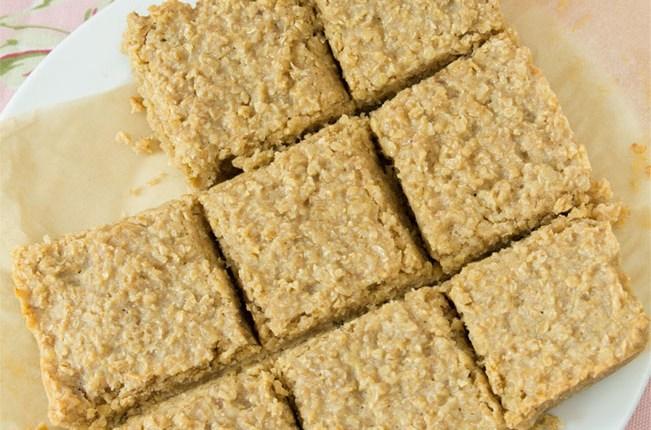 Healthy Oat Flapjacks #healthy #glutenfree #quickandeasy #refinedsugarfree #eggless #vegan #nobutteroroil