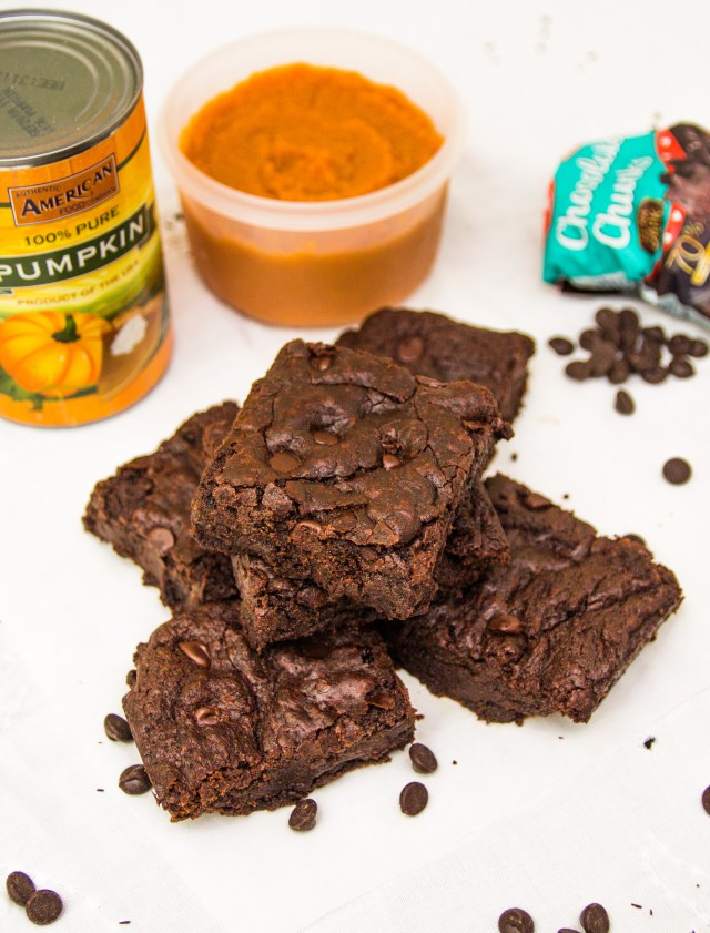 Healthy Chewy Pumpkin Brownies: Eggless, Dairy-free & Vegan! #healthy #halloween #dairyfree #refinedsugarfree #pumpkin #eggless