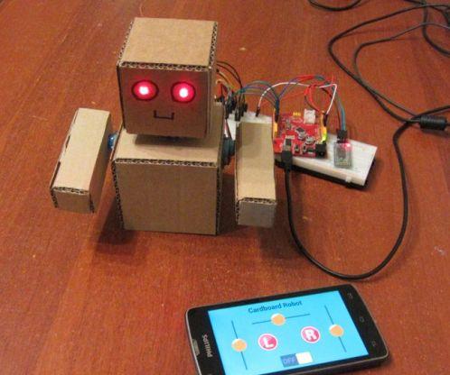 робот из картона Cardboard robot