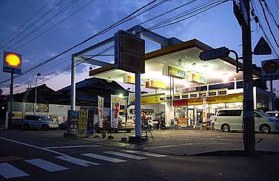 shell-petrol-station-at-night.jpg