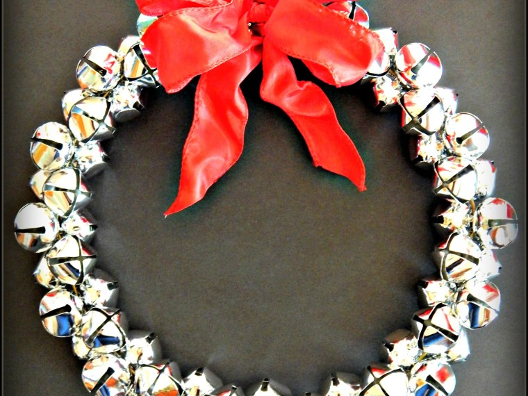 Gorgeous DIY Jingle Bell Wreath
