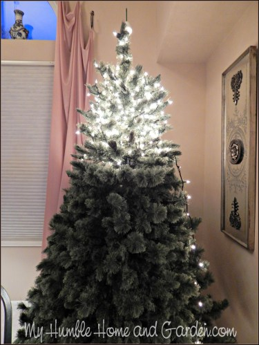 Step by Step Directions for Decorating a Christmas Tree on MyHumbleHomeandGarden.com