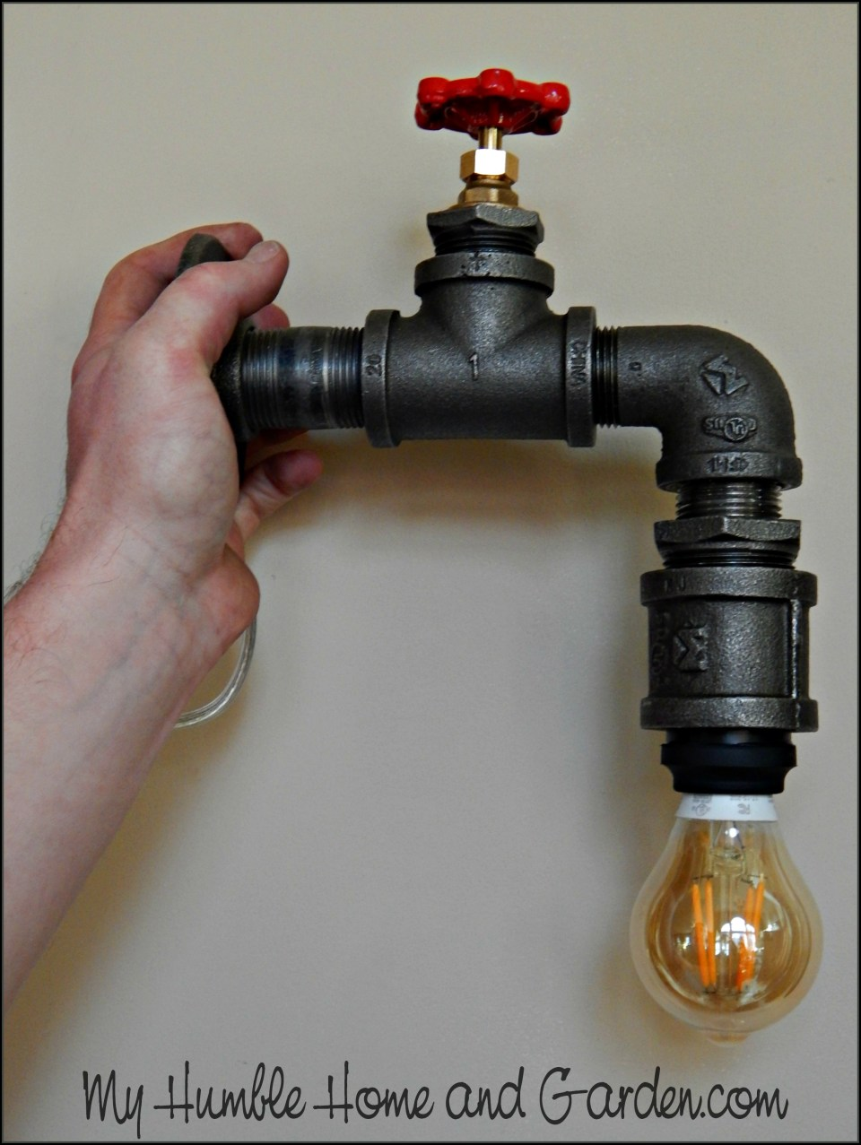 How To Create Your Own AMAZING Industrial Pipe Lamp