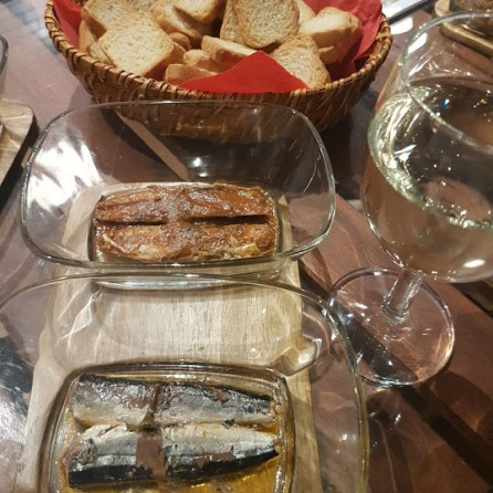 Vinho verde and canned fish