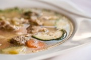 Kisela mesna juha po tradicionalnom receptu