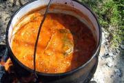 Tradicionalni riblji paprikaš (fiš paprikaš)