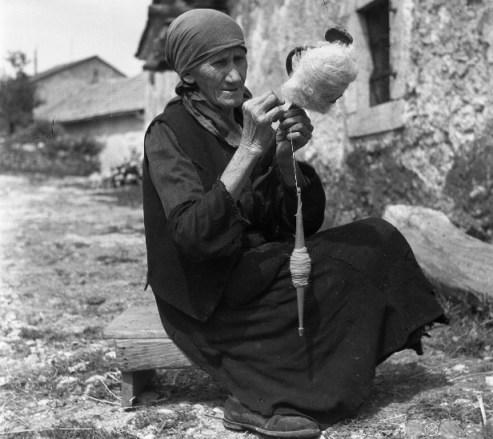 Bakina priča o vuni i istini