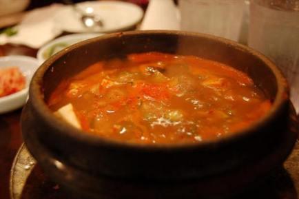 tradicionalna goveđa juha od kosti s povrćem