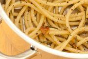 Jednostavni i mirisni špageti s ružmarinom i lukom