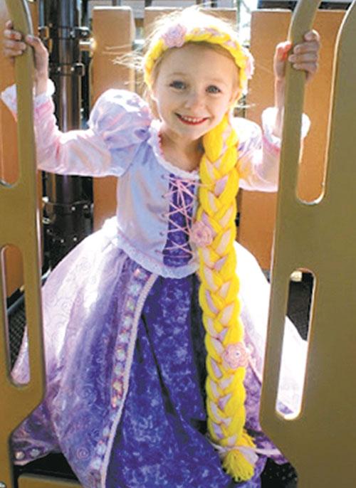Pige i Rapunzel kostume