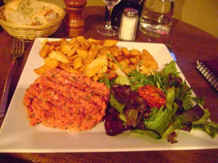 Steak tartate with frites
