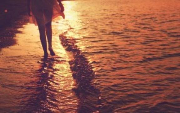 beach_walk_stretched_canvas_pranada_comtois