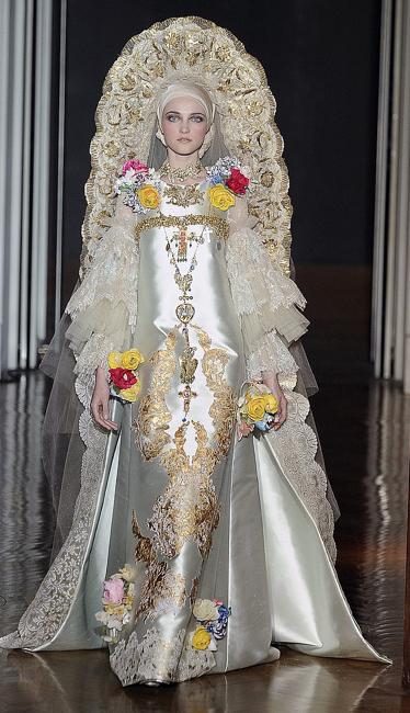 Christian Lacroix Fall2 009 -Haute Couture (Source: popsugar.com)