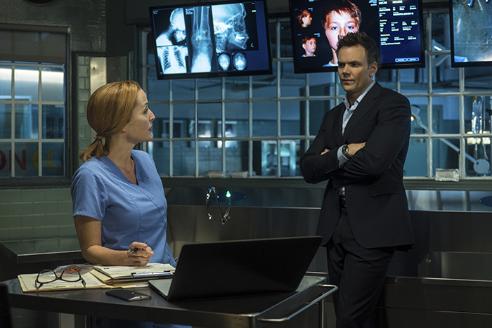 THE X-FILES: L-R: Gillian Anderson and guest star Joel McHale.