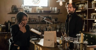 """SLEEPY HOLLOW: L-R: Nicole Beharie and Tom Mison in the """"Incommunicado"""" episode of SLEEPY HOLLOW airing Friday, March 18 (8:00-9:00 PM ET/PT) on FOX. ©2016 Fox Broadcasting Co. Cr: Tina Rowden/FOX"""