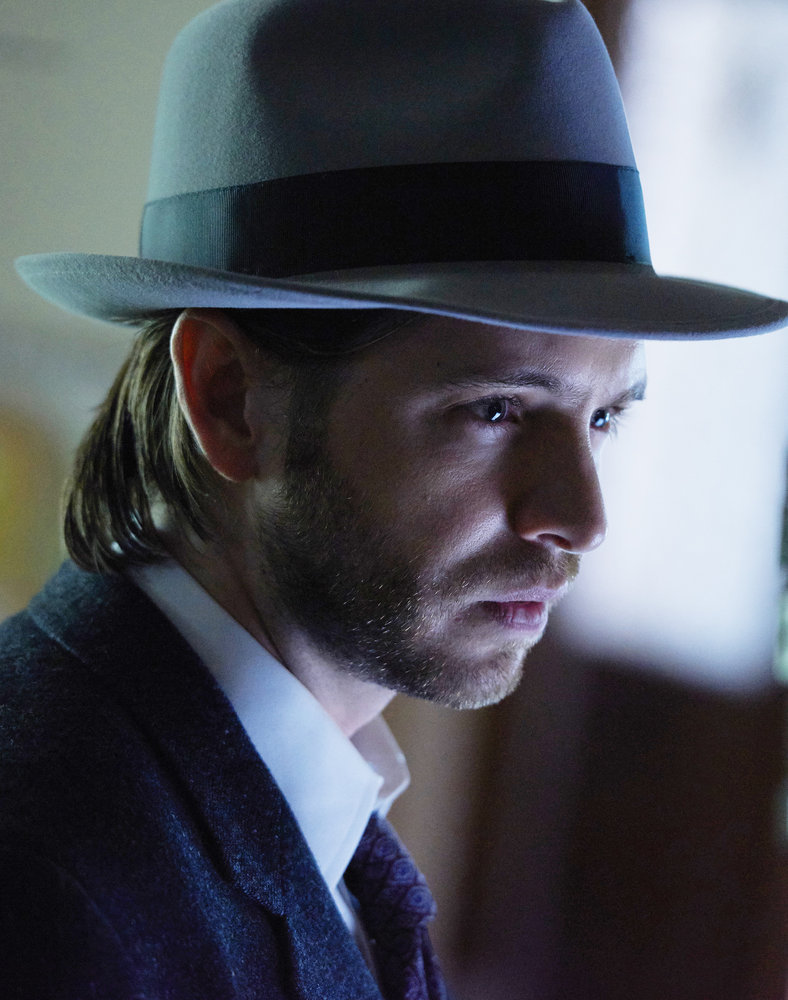 "12 MONKEYS -- ""Emergence"" Episode 204 -- Pictured: Aaron Stanford as James Cole -- (Photo by: Steve Wilkie/Syfy)"