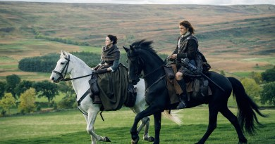 Above: Pretty people in the pretty Highlands. (Jamie and Claire riding across the countryside.)