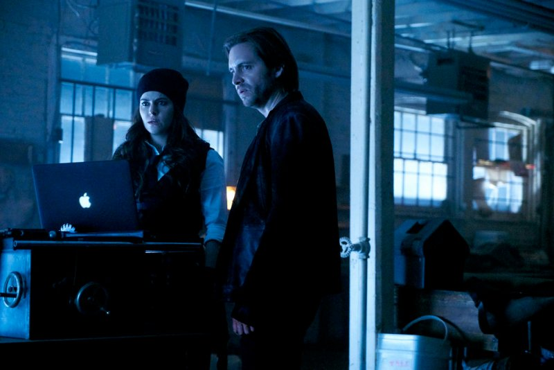 "12 MONKEYS -- ""Hyena"" Episode 209 -- Pictured: (l-r) Emily Hampshire as Jennifer Goines, Aaron Stanford as James Cole -- (Photo by: Steve Wilkie/Syfy)"