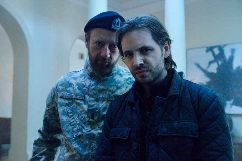 """12 MONKEYS -- """"Lullaby"""" Episode 208 -- Pictured: (l-r) Xander Berkeley as Colonel Jonathan Foster, Aaron Stanford as James Cole -- (Photo by: Ben Mark Holzberg/Syfy)"""