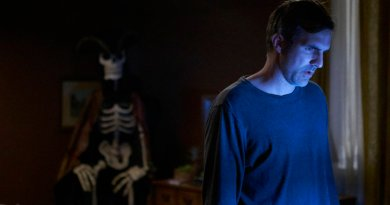 """CHANNEL ZERO: CANDLE COVE -- """"You Have To Go Inside"""" Episode 101 -- Pictured: Paul Schneider as Mike Painter -- (Photo by: Allen Fraser/Syfy)"""