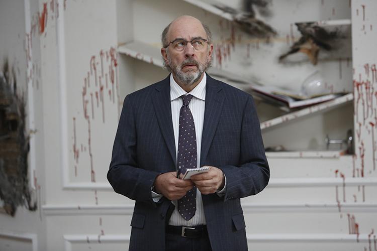 Zimmerfeld (Richard Schiff) admits the crime scene is odd.