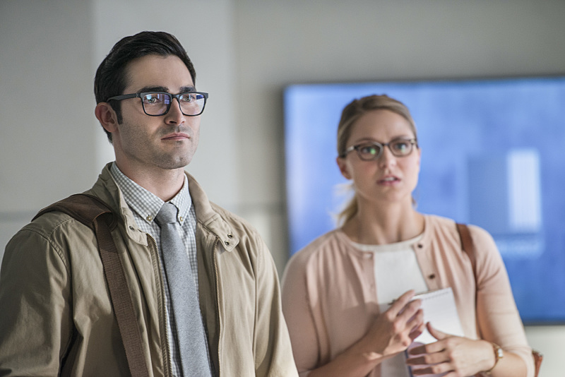 Both of them are mild-mannered, y'know. (Diyah Pera/The CW)