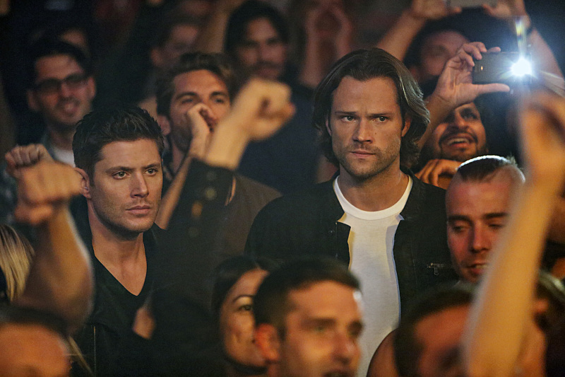 """Supernatural -- """"Rock Never Dies"""" -- SN1207a_0059.jpg -- Pictured: Jensen Ackles as Dean and Jared Padalecki as Sam -- Photo: Bettina Strauss/The CW -- © 2016 The CW Network, LLC. All Rights Reserved"""