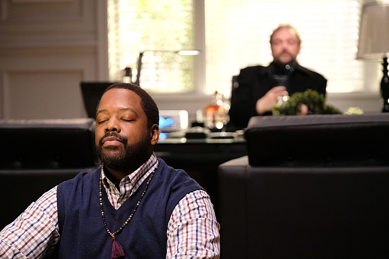 "Supernatural -- ""Rock Never Dies"" -- SN1207b_0187.jpg -- Pictured (L-R): Kadeem Hardison as Russell Lemmons and Mark Sheppard as Crowley -- Photo: Robert Falconer/The CW -- © 2016 The CW Network, LLC. All Rights Reserved"