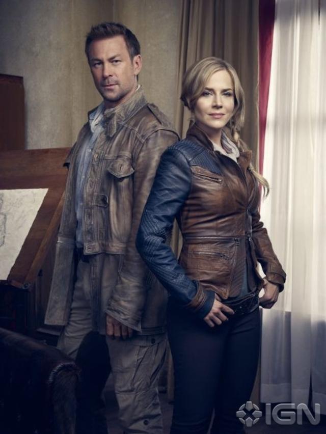 Joshua Nolan (Grant Bowler) and Amanda Rosewater (Julie Benz) - Defiance