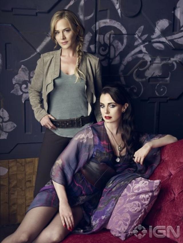 Sisters Amanda (Julie Benz) and Kenya Rosewater (Mia Kirshner) - Defiance