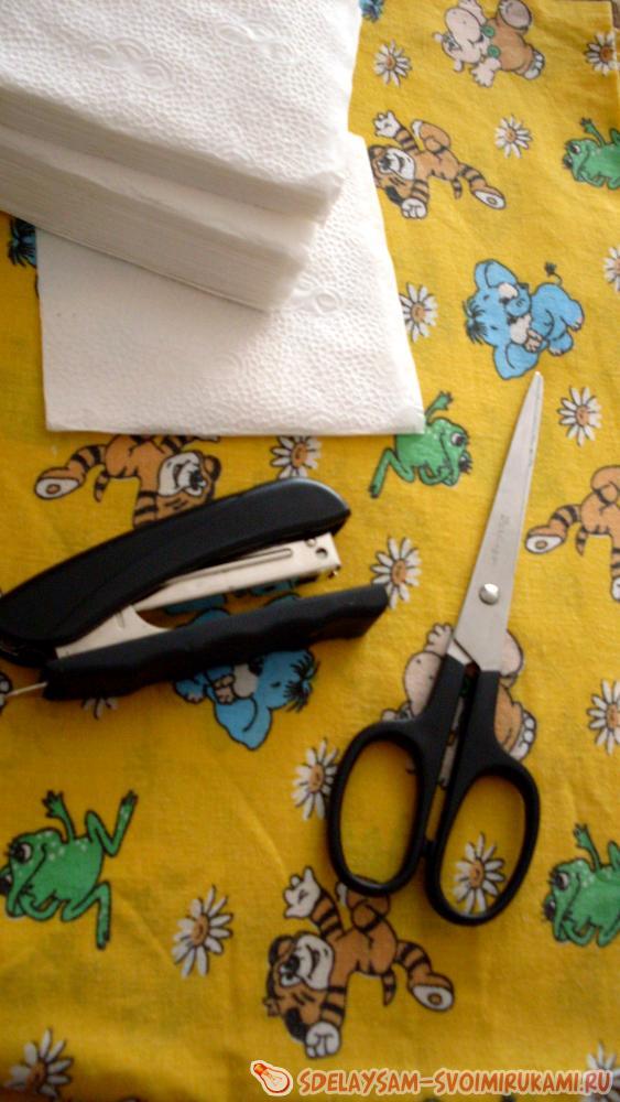 আমরা সাদা কাগজ napkins বা টয়লেট কাগজ তৈরি একটি তুষারমানব খুশি।