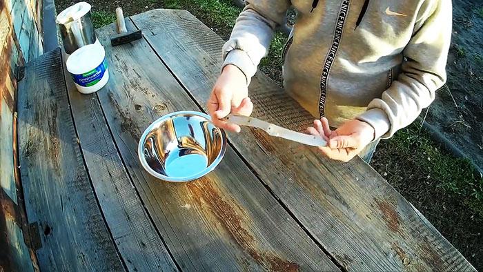 Come fare una maniglia solida e anatomica per un coltello per 10 minuti