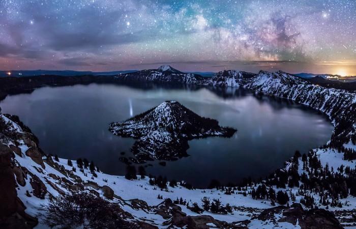 Meteoric Crater Lake (Oregon, USA)