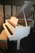 White Gloss Yamaha Grand Piano G2 5'8 1982 Pristine $7000