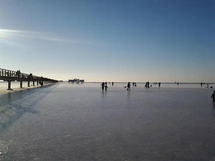 Svea-y-Pablo---Paseando-sobre-un-lago-helado---En-Lomma