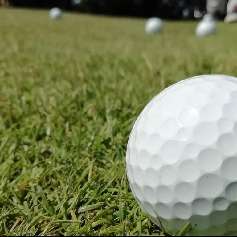 Svea y Pablo - 7 emocionantes campos donde jugar a golf en Suecia 🏌️ ⛳