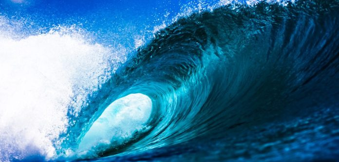 Sunova-Surfboards-flood-of-information-overwhelmed-photo-stock-surfing-tidal-blue-ocean-twitter-lists-too-many-following-users_edited