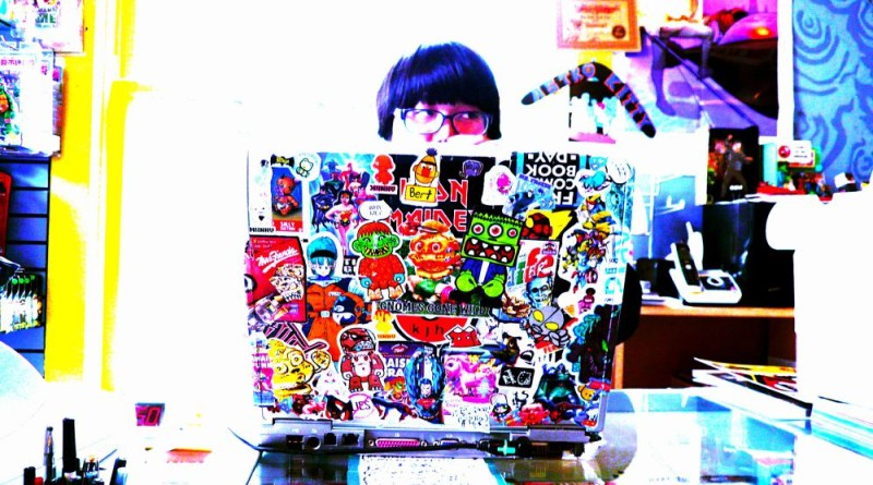 Laptop Stickers That Make Your Gear Look Much Cooler TechAcute - How to make laptop decals at home