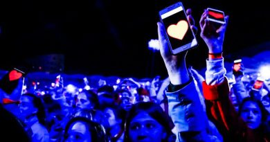 Love and Hate for Interactive Mobile Advertising