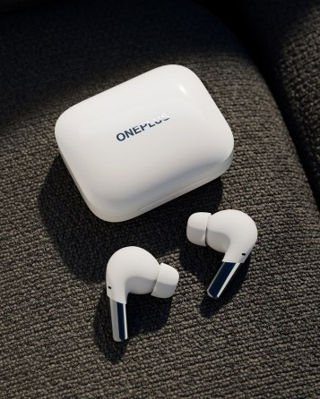 Case and earbuds white