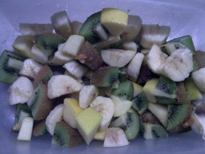 Alimentation des perruches et perroquets: salade de fruits et légumes