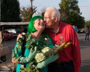 HRH Pickle Queen Jan McNees puckers for a kiss from her prince, LeRoy McNees.  Photo by Kenny Hooker.