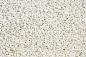 Tapioca-Mehl wird zu einme Faden verarbeitet, was als Grundlage für Tapioca-Pfannkuchen gilt