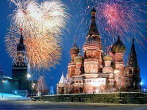 Das Feuerwerk am Roten Platz ist auch ein wichtiges Symbol für das Fest.